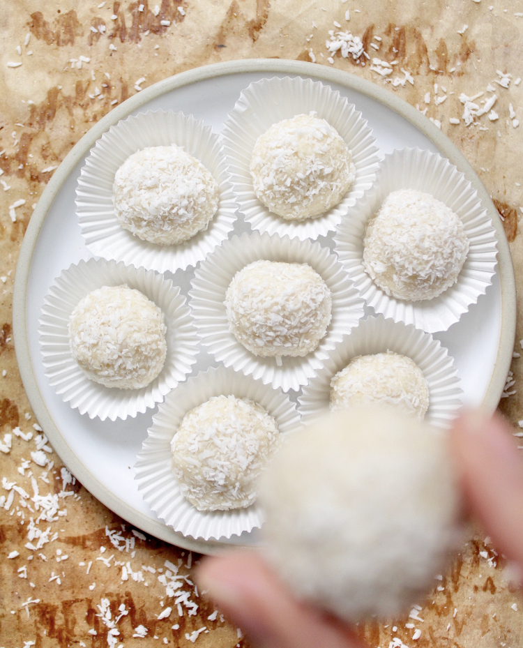 Keto Coconut Balls Cleaneating Carry These 3 ingredient coconut protein balls are easy to make, low carb, paleo, keto and vegan. zuckerfreie kokosballchen
