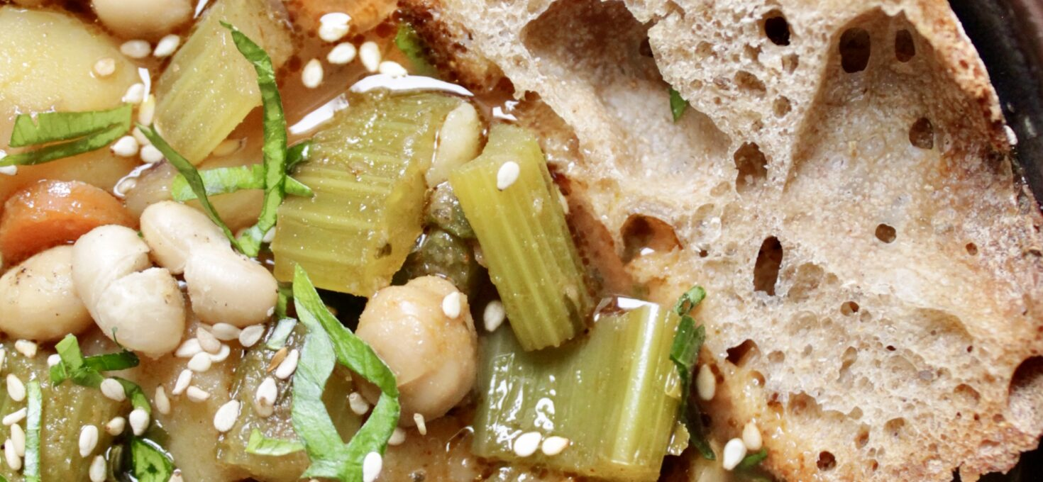 Vegane Kartoffelgulasch-Suppe