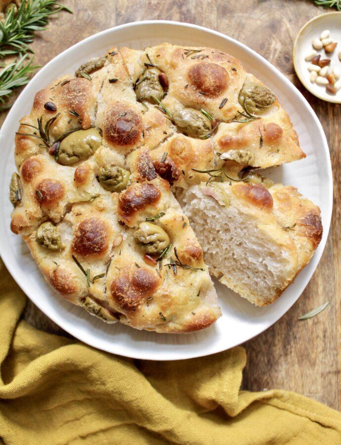 Sauerteig Focaccia mit Rosmarin & Oliven