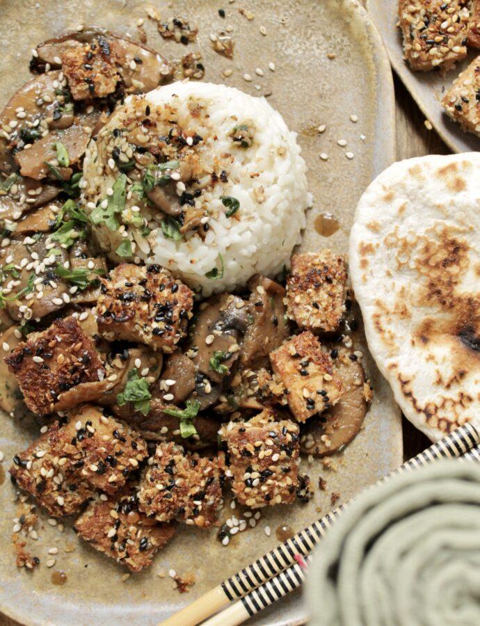 Reisbowl mit asiatischer Pilzsauce & Crispy Tofu